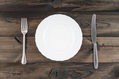 Πιάτο με το δίκρανο και το βουτύρου μαχαίρι Στοκ Εικόνες