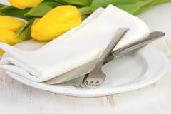 Πιάτο με το δίκρανο και το μαχαίρι Στοκ Εικόνες