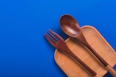 Πιάτο με το κουτάλι και το δίκρανο Στοκ εικόνα με δικαίωμα ελεύθερης χρήσης