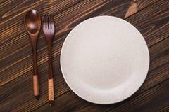 Πιάτο με το κουτάλι και το δίκρανο Στοκ εικόνες με δικαίωμα ελεύθερης χρήσης