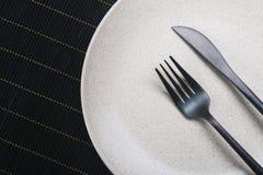 Πιάτο με το μαχαίρι και το δίκρανο Στοκ Φωτογραφία