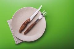 Πιάτο με το μαχαίρι και το δίκρανο Στοκ εικόνα με δικαίωμα ελεύθερης χρήσης