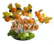 Πιάτο με το μπλε τυρί, την ελιά και τις γαρίδες Στοκ εικόνα με δικαίωμα ελεύθερης χρήσης