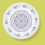 Πιάτο με το φυλετικό mandala διακοσμήσεων κομψότητας επίσης corel σύρετε το διάνυσμα απεικόνισης Στοκ εικόνα με δικαίωμα ελεύθερης χρήσης