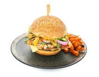 Πιάτο νόστιμο burger μπέϊκον, που απομονώνεται με Στοκ Εικόνες