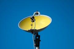 Πιάτο που γίνεται δορυφορικό από το τηγάνι στοκ φωτογραφία με δικαίωμα ελεύθερης χρήσης