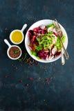 Πιάτο σαλάτας φρέσκων λαχανικών των ντοματών, του ιταλικού μίγματος, του πιπεριού, του ραδικιού, των πράσινων νεαρών βλαστών και  Στοκ Φωτογραφίες