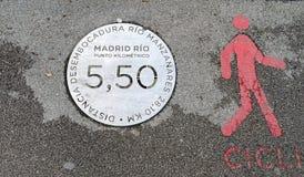 Πιάτο σημαδιών στο πάρκο της Μαδρίτης Ρίο κοντά στο Manzanares ποταμό στοκ φωτογραφία
