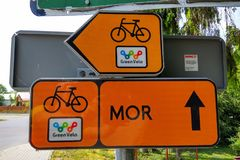 Πιάτο σημαδιών της πράσινης διαδρομής ποδηλάτων Velo στην Πολωνία στοκ εικόνες με δικαίωμα ελεύθερης χρήσης