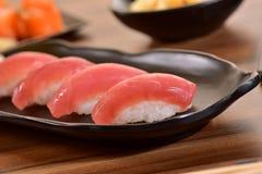 Πιάτο σουσιών nigiri τόνου Στοκ Φωτογραφία