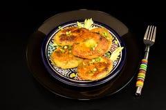 Πιάτο σπιτικά τηγανισμένα fritters chikpea μπιζελιών Στοκ φωτογραφία με δικαίωμα ελεύθερης χρήσης