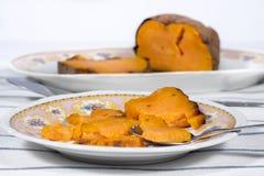 Πιάτο της ψημένης γλυκιάς πατάτας Στοκ Εικόνα