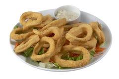 Πιάτο του εύγευστου τηγανισμένου calamari στοκ εικόνα με δικαίωμα ελεύθερης χρήσης