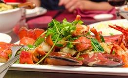 Πιάτο του κόκκινου αστακού με το κορίανδρο Στοκ Εικόνες