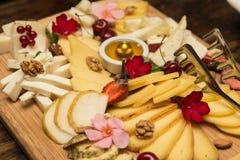 Πιάτο τυριών στοκ εικόνες με δικαίωμα ελεύθερης χρήσης