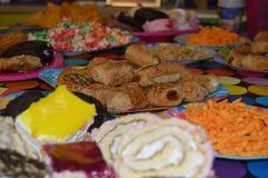 Πιάτο των γλυκών και αλμυρών τροφίμων Στοκ Φωτογραφία