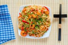 Πιάτο των ζυμαρικών και των γαρίδων Στοκ Εικόνες