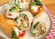 Πιάτο των διάφορων σάντουιτς περικαλυμμάτων στοκ φωτογραφίες