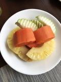 Πιάτο των μικτών φρούτων Στοκ εικόνες με δικαίωμα ελεύθερης χρήσης
