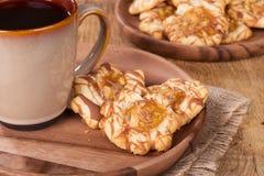 Πιάτο των μπισκότων καραμέλας της Apple Στοκ φωτογραφίες με δικαίωμα ελεύθερης χρήσης