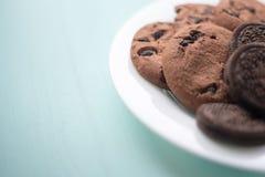 Πιάτο των μπισκότων με το φοντάν και marshmallow σοκολάτας σε ένα backg Στοκ φωτογραφία με δικαίωμα ελεύθερης χρήσης
