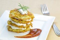 Πιάτο των τηγανισμένων χορτοφάγων τηγανιτών πατατών Στοκ εικόνες με δικαίωμα ελεύθερης χρήσης