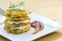 Πιάτο των τηγανισμένων χορτοφάγων τηγανιτών πατατών Στοκ Φωτογραφίες