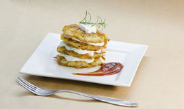 Πιάτο των τηγανισμένων χορτοφάγων τηγανιτών πατατών Στοκ φωτογραφίες με δικαίωμα ελεύθερης χρήσης
