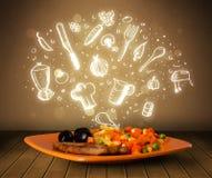 Πιάτο των τροφίμων με τα άσπρα συρμένα χέρι εικονίδια και τα σύμβολα Στοκ Φωτογραφία