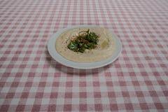 Πιάτο φυτοχώματος που εξυπηρετείται στο εστιατόριο στοκ φωτογραφία