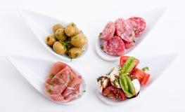 Πιάτο antipasti Deliscious με την παρμεζάνα και τις ελιές της Πάρμας Στοκ Εικόνες