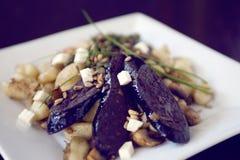 Πιάτο Gnocchi με το σπαράγγι και το σκοτεινό λουκάνικο Στοκ φωτογραφία με δικαίωμα ελεύθερης χρήσης
