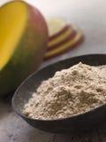 πιάτων σκόνη μάγκο που τεμαχίζεται φρέσκια Στοκ Εικόνα