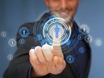 Πιέζοντας κουμπί επιχειρηματιών με την επαφή Στοκ εικόνες με δικαίωμα ελεύθερης χρήσης