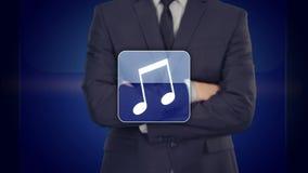 Πιέζοντας κουμπί εφαρμογής μουσικής επιχειρηματιών στις εικονικές οθόνες απεικόνιση αποθεμάτων
