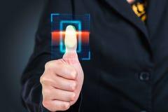 Πιέζοντας υψηλή τεχνολογία κώδικα φραγμών ανίχνευσης επιχειρηματιών Στοκ εικόνες με δικαίωμα ελεύθερης χρήσης