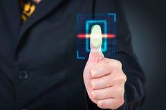 Πιέζοντας υψηλή τεχνολογία κώδικα φραγμών ανίχνευσης επιχειρηματιών Στοκ φωτογραφίες με δικαίωμα ελεύθερης χρήσης