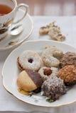 Πιατάκι με τα ανάμεικτα μπισκότα Στοκ Εικόνα