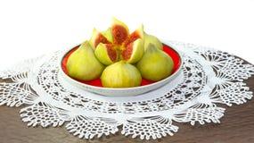 Πιατάκι με το πρόχειρο φαγητό σύκων δαντελλωτός doily στοκ εικόνες με δικαίωμα ελεύθερης χρήσης