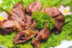 Πιατέλα κρέατος που εξυπηρετείται στα εστιατόρια και τους καφέδες στοκ εικόνα με δικαίωμα ελεύθερης χρήσης