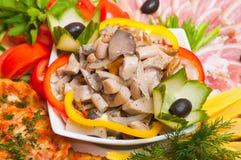Πιατέλα κρέατος που εξυπηρετείται στα εστιατόρια και τους καφέδες στοκ φωτογραφία