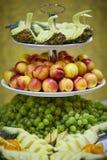 Πιατέλα φρούτων στον πίνακα Στοκ Εικόνα