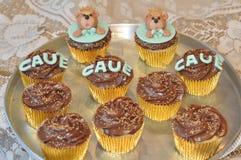 Πιατέλα της σοκολάτας cupcakes με τις αρκούδες Στοκ εικόνες με δικαίωμα ελεύθερης χρήσης