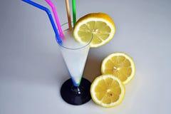 Πιείτε μια λεμονάδα Στοκ φωτογραφία με δικαίωμα ελεύθερης χρήσης