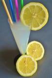 Πιείτε μια λεμονάδα Στοκ εικόνες με δικαίωμα ελεύθερης χρήσης