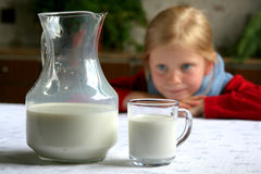 πιείτε το γάλα στοκ φωτογραφία