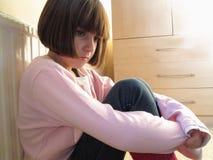 πιεσμένο παιδί κοίταγμα Στοκ φωτογραφία με δικαίωμα ελεύθερης χρήσης