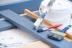 πιθανά προγράμματα Διαδικτύου ανασκόπησης τέχνης που χρησιμοποιούν Βούρτσες για τη ζωγραφική στον ξύλινο καμβά Στοκ Φωτογραφία