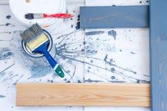 πιθανά προγράμματα Διαδικτύου ανασκόπησης τέχνης που χρησιμοποιούν Βούρτσες για τη ζωγραφική στον ξύλινο καμβά Στοκ Φωτογραφίες