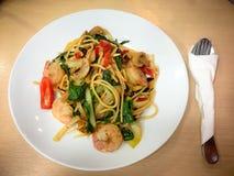 Πικάντικα θαλασσινά μακαρονιών στο πιάτο Στοκ Φωτογραφία